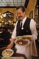"""Europe/France/Ile-de-France/Paris: """"BELLE-EPOQUE"""" - Restaurant """"Chartier"""" 7 rue du Faubourg Montmartre [Non destiné à un usage publicitaire - Not intended for an advertising use] [Non destiné à un usage publicitaire - Not intended for an advertising use]<br /> PHOTO D'ARCHIVES // ARCHIVAL IMAGES<br /> FRANCE 1990"""