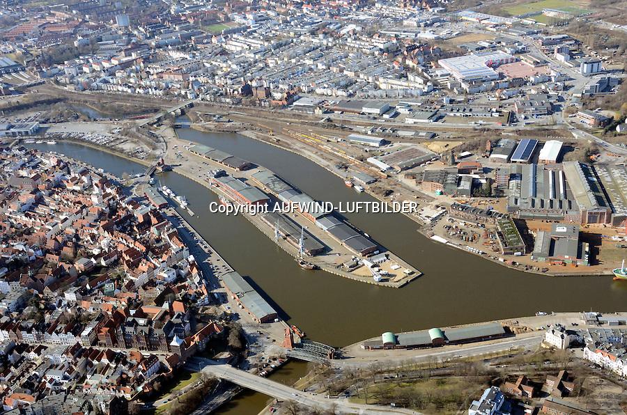 Luebeck Hafen: EUROPA, DEUTSCHLAND, LUEBECK (EUROPE, GERMANY), 25.02.2012 rund um die Willy Brandt Allee im Luebecker Hafen, Museumshafen, Luftaufnahme, Luftbild, Luftansicht,.