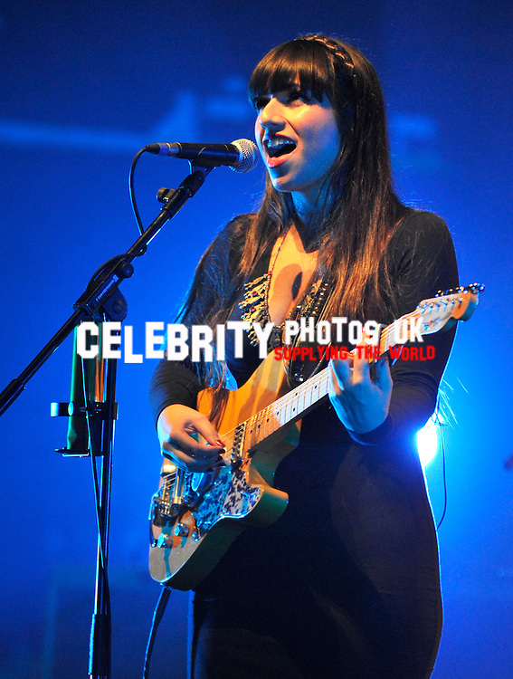 azadeh supporting Deacon Blue live at the new theatre Oxford on their 25th Anniversary tour