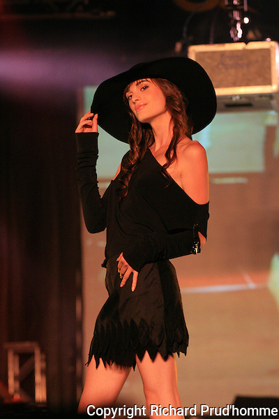 model wearing a black outfit at a Montreal fashion  show featuring  creations of  Italian designers