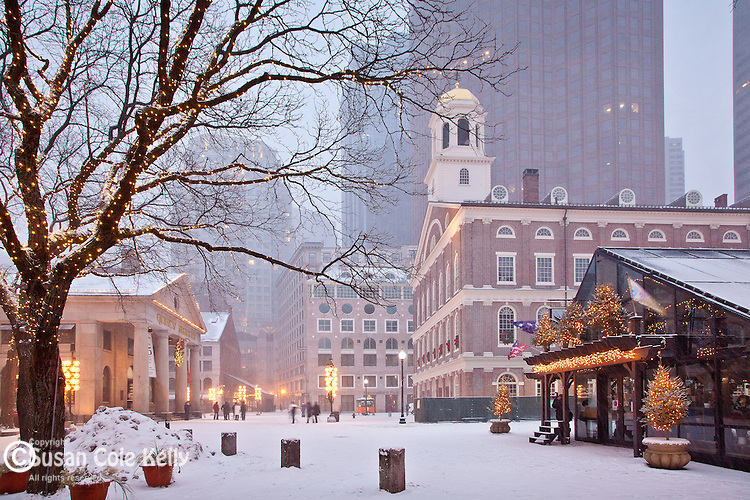 Christmas snow at Faneuil Hall Marketplace, Boston National Historical Park, Boston, MA, USA