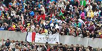Fedeli alla cerimonia di canonizzazione di Papa Giovanni XXIII e Papa Giovanni Paolo II in Piazza San Pietro, Citta' del Vaticano, 27 aprile 2014.<br /> Faithful attend the ceremony for the canonization of Pope John XXIII and Pope John Paul II in St. Peter's square at the Vatican, 27 April 2014.<br /> UPDATE IMAGES PRESS/Isabella Bonotto