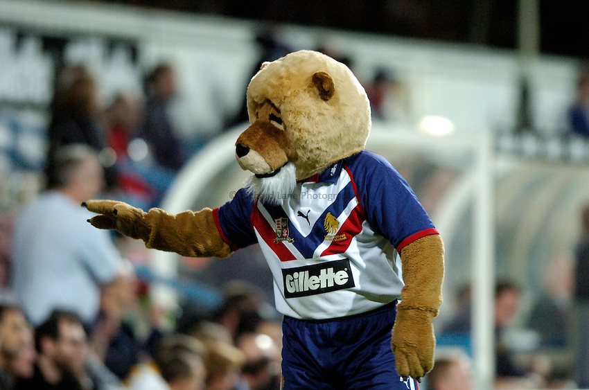 Photo: Richard Lane..Great Britain v New Zealand. Gillette Tri-Nations. .29/10/2005..Great Britain mascot.