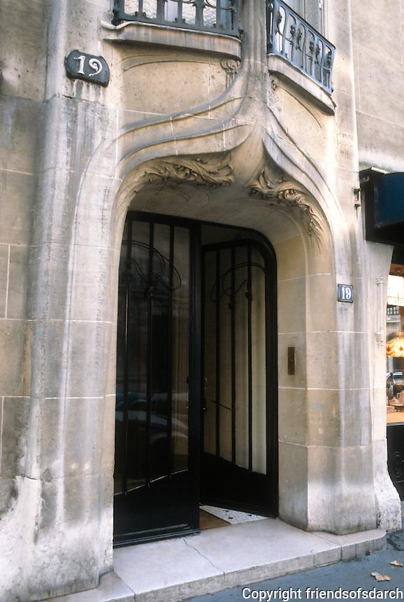 Hector Guimard: Door entry at 19 Rue La Fontaine, Paris 1911. Photo '90.