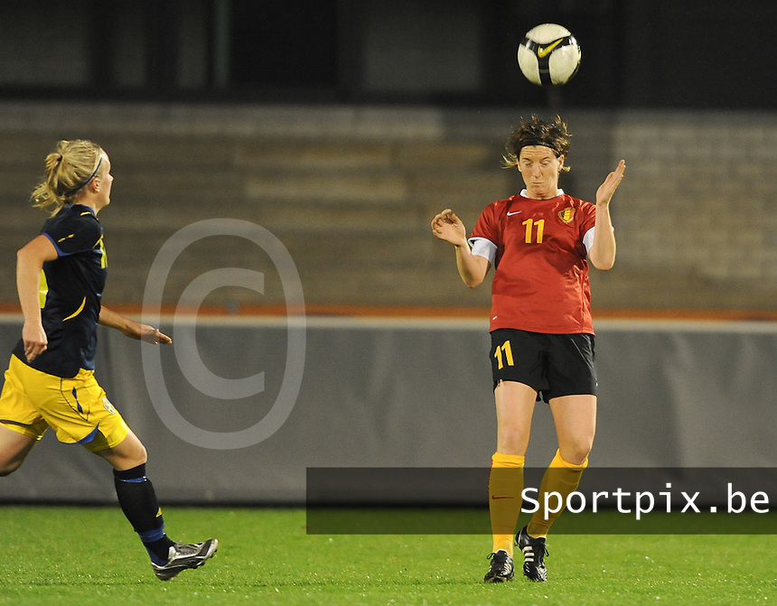 Belgium - Sweden : Aline Zeler met de kopbal.foto DAVID CATRY / Vrouwenteam.be