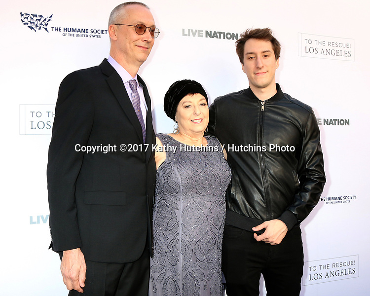 LOS ANGELES - APR 22:  Bud Grimmie, Tina Grimmie, Marcus Grimmie at the 2017 The Humane Society Gala at Parmount Studios on April 22, 2017 in Los Angeles, CA
