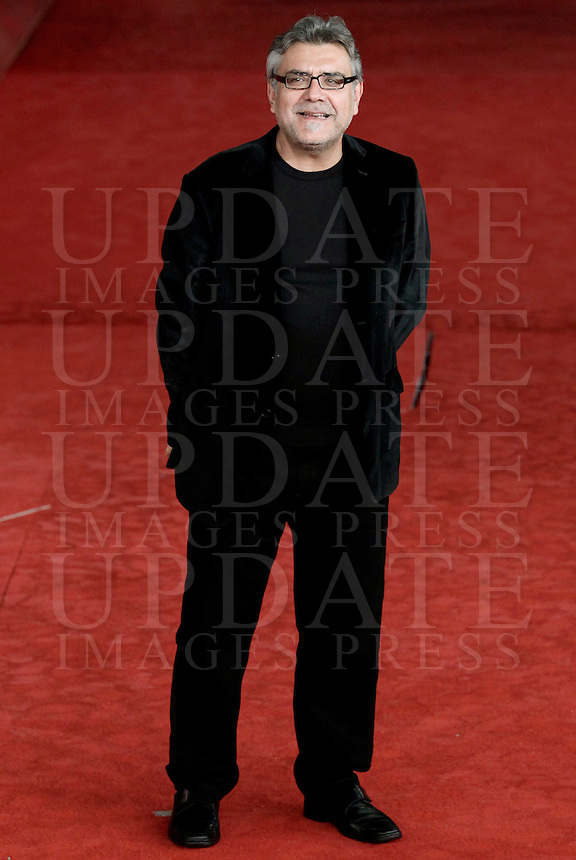 Lo scrittore Giancarlo De Cataldo posa sul red carpet del Festival Internazionale del Film di Roma, 2 novembre 2010..Italian novelist Giancarlo De Cataldo poses on the red carpet of the Rome Film Festival at Rome's Auditorium, 2 november 2010..UPDATE IMAGES PRESS/Riccardo De Luca