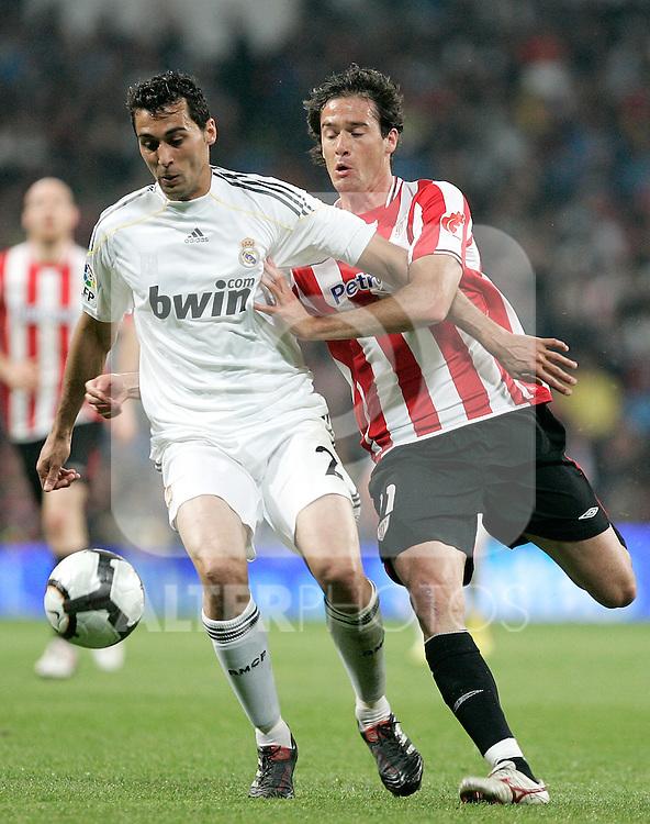Real Madrid's Alvaro Arbeloa against Athletic de Bilbao's Igor Gabilondo during La Liga match, May 08, 2010. (ALTERPHOTOS/Alvaro Hernandez).