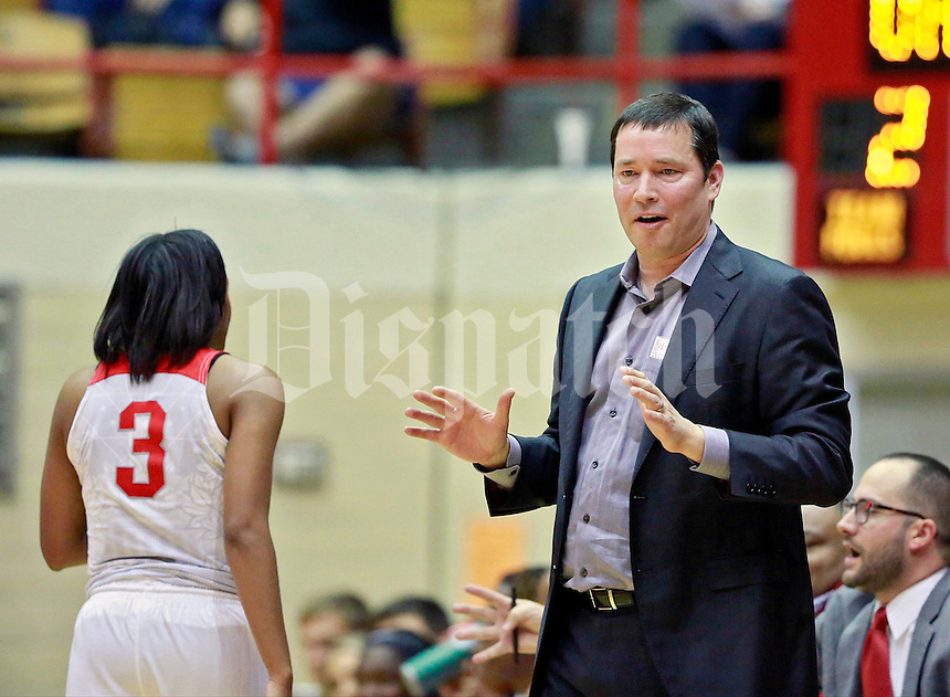 Ohio State Buckeyes head coach Kevin McGuff talks to Kelsey Mitchell (3) during the Buckeyes' home opener against the Duquesne Lady Dukes at St. John Arena on Friday, November 11, 2016. Ohio State won the game 89-69. (Barbara J. Perenic/The Columbus Dispatch)