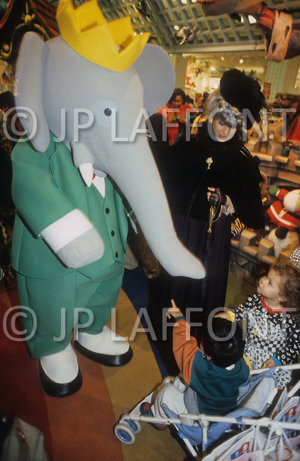 New York City, USA. November 28th, 1991. Babar promotion in the interior of Macy's. Babar is the new king of the Parade.