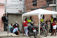 RIO DE JANEIRO, RJ 13 JULHO 2012 - OPERACAO COMUNIDADE MANDELA - Na  manhã dessa  sexta-feira(13),  policias  do batalhão  de  choque com apoio da campanhia de  cães, fizeram operação na  comunidade de  manguinhos de mandela na  zona  norte do  RJ. Cães  da policia , encontraram munições de  diversos  calibres, maconha, cocaína e material  para  endolação no interior  da  comunidade do mandela. As apreenções  foram  levadas  para  21ªDP. FOTO: GUTO MAIA - BRAZIL PHOTO PRESS.