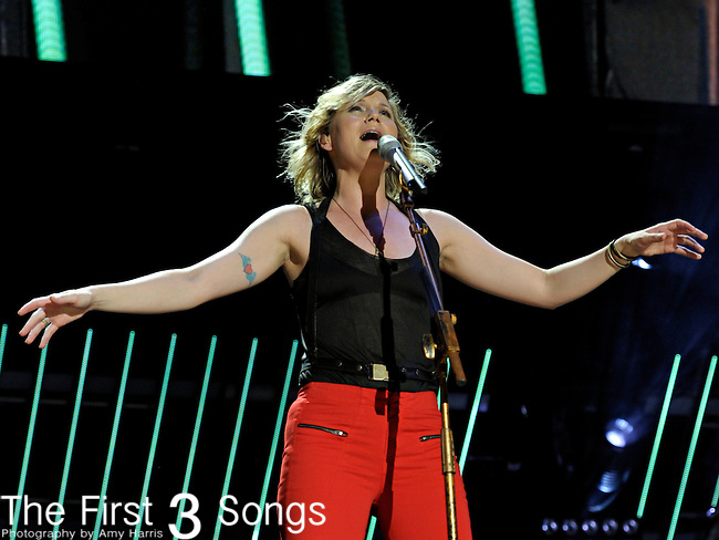 Jennifer Nettles of Sugarland performs at LP Field during the 2011 CMA Music Festival on June 10, 2011 in Nashville, Tennessee.