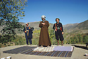 Iran 1979.Sheikh Ezzedine priant dans les montagnes.Iran 1979.The prayer of Sheikh Ezzedine in his headquarters near the Iraqi border