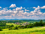 Pogórze Wiśnickie - widok na Królówkę, wieś w gminie Nowy Wiśnicz.