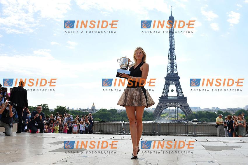 Maria Sharapova (RUS) <br /> Parigi 08-06-2014<br /> Tennis Roland Garros - Posato Vincitrice Donne sotto la Tour Eiffel <br /> Foto Panoramic / Insidefoto<br /> ITALY ONLY