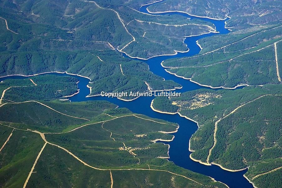 Zusammenfluss von Rio Alagon und Rio Hurdano: SPANIEN, EXTRMADURA, 08.08.2016: Der Rio Alagon  beim Zusammenfluss mit dem Rio Hurdano nach der Durchquerung  des engen Tals im  Naturpark Las Batuecas-Sierra de Francia.