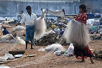 INDIA Karnataka Moodbidri , fishing nomads at river Phalguni / INDIEN Karnataka Moodbidri , wandernde Fischer Familien am Fluss Phalguni