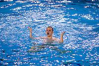 Da specialit&agrave; sportiva completamente al femminile, il nuoto sincronizzato comincia a proporre atleti maschi. Ogni due anni si effettua una sorta di  campionato europeo: la Men's Cup..<br /> L'Italia &egrave; rappresentata dalla squadra dei Sync-Different , del gruppo Pesce di Milano, che si allena nella piscina Cozzi, capitanata da Gian Mario Felicetti.
