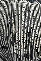 """4415/Rangierbahnhof Alte Suederelbe: EUROPA, DEUTSCHLAND, HAMBURG 25.12.2005: Europas modernster Rangierbahnhof wurde in Hamburg 1995 in Betrieb genommen, der """"HighTech-Bahnhof Alte Suederelbe"""".  Auf den 24 Richtungsgleisen koennen taeglich mehr als 1.000 Waggons bewegt und bis zu 160 Gueterzuege zusammengestellt werden.  Belegen ist der Rangierbahnhof im Hamburger Hafen. Der Hamburger Hafen ist der groesste Bahncontainer Umschlagplatz Europas mit taeglichen nationalen und internationalen Blockzugverbindungen. Dazu tragen moderne Bahnanlagen wie der Rangierbahnhof Alte Suederelbe bei.   Luftbild, Luftansicht"""