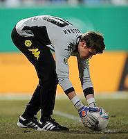 FUSSBALL   DFB POKAL   SAISON 2011/2012   VIERTELFINALE Holstein Kiel - Borussia Dortmund                          07.02.2012 Torwart Mitchell Langerak (Borussia Dortmund)
