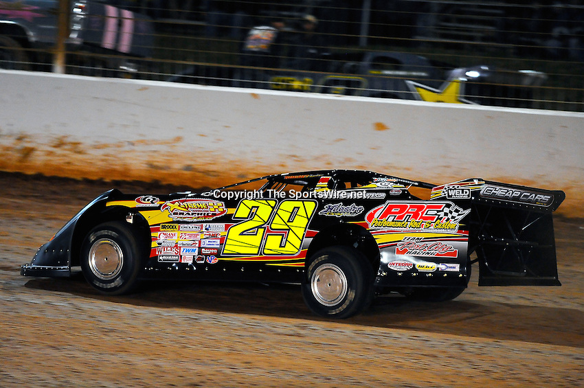 World of outlaws world finals dirt track lowes motor for Lowe s motor speedway