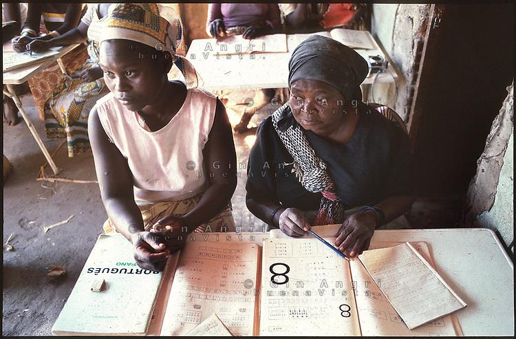 Mozambico, Maputo, alfabetizzazione degli adulti