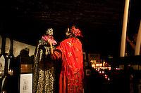 Francia, Camargue, Saintes Maries de la mer: la festa gitana in onore di Santa Sara la Nera, che si tiene ogni anno il 24 e 25 maggio. Il rituale prevede il trasporto della statua della santa dal mare alla terraferma e poi festeggiamenti con canti e balli. Nell'immagine: una zingara veste la statua della Santa nella cripta della chiesa.<br /> Feast of the Gypsies, May 25 veneration of Saint Sarah the black Saintes Maries de la Mer, Camargue,