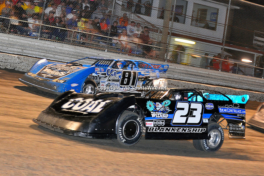Feb 20, 2014; 9:22:06 PM;  Barberville, FL, USA;  World of Outlaws Late Model Series for 43rd Annual DIRTcar Nationals presented by Summit Racing Equipment at Volusia Speedway Park.  Mandatory Credit: (thesportswire.net)