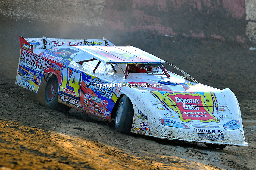 Feb 03, 2010; 5:21:49 PM; Gibsonton, FL., USA; The Lucas Oil Dirt Late Model Racing Series running The 34th Annual Dart WinterNationals at East Bay Raceway Park.  Mandatory Credit: (thesportswire.net)