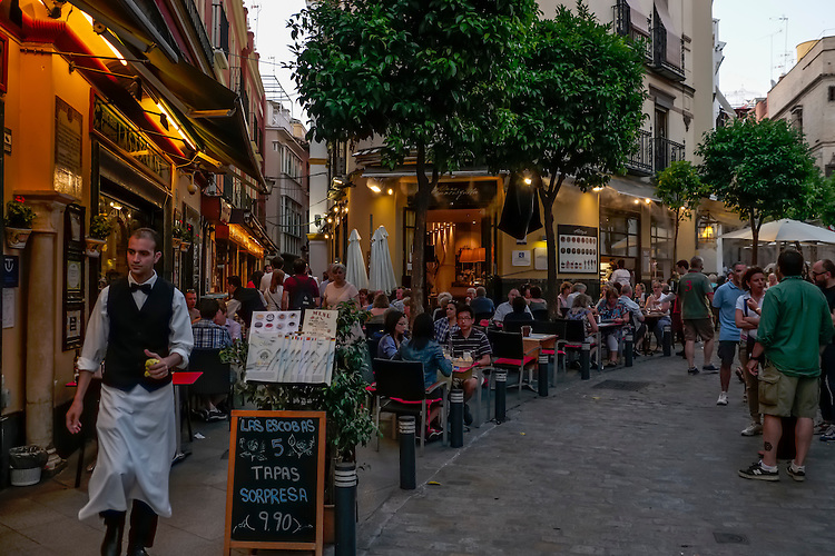 Early evening settles in along the street cafes of Sienna.
