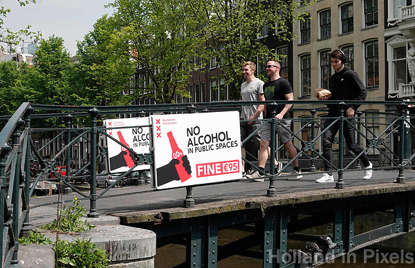 Nederland - Amsterdam - 2019. De Wallen. No Alcohol In Public Spaces.   Foto Berlinda van Dam / Hollandse Hoogte