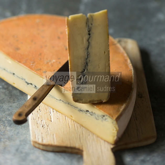 Europe/France/Franche-Comté/25/Doubs/: AOP Morbier - Stylisme : Valérie LHOMME // Europe/France/Franche-Comté/25/Doubs: Morbier is a semi-soft cows' milk cheese of France named after the small village of Morbier in Franche-Comté. Morbier cheese benefit from an appellation d'origine contrôlée AOC
