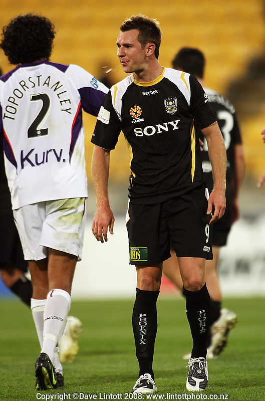 Shane Smeltz is disappointed after the A-League football match between the Wellington Phoenix and Perth Glory at Westpac Stadium, Wellington, New Zealand on Saturday, 13 December 2008. Photo: Dave Lintott / lintottphoto.co.nz