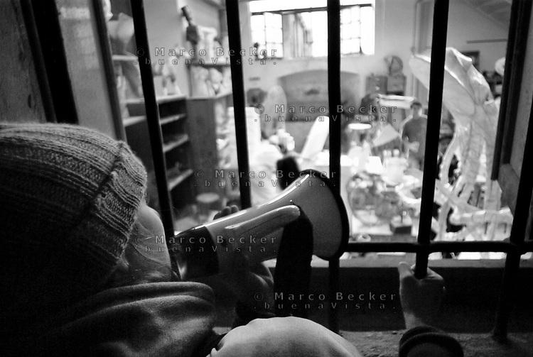 milano, manifestazione degli studenti dell'accademia di brera contro la riforma dell'istruzione --- milan, demonstration of the students of Brera fine art academy against the school reform
