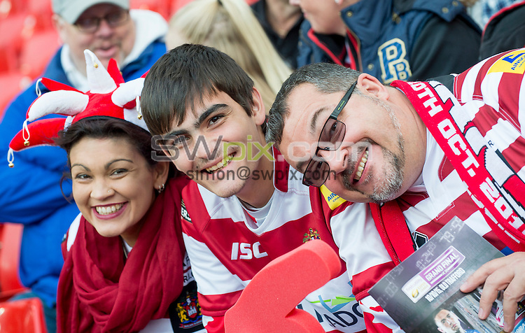 Picture by Allan McKenzie/SWpix.com - 10/10/2015 - Rugby League - First Utility Super League Grand Final - Leeds Rhinos v Wigan Warriors - Old Trafford, Manchester, England - Wigan fans, supporters.