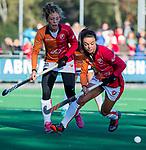 Laren - Marlena Rybacha (OR) met Laura Nunnink (OR) tijdens de Livera hoofdklasse  hockeywedstrijd dames, Laren-Oranje Rood (1-3).  COPYRIGHT KOEN SUYK
