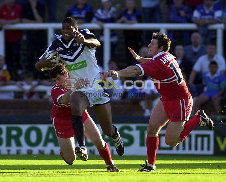 Pix: Matthew Lewis/SWpix.com.  Rugby League. Origin Series. Yorkshire v Lancashire, Headingley, Leeds. 18/06/2002...COPYWRIGHT PICTURE>>SIMON WILKINSON>>01943 436649>>..Yorkshire's Leon Pryce tries to break through the Lancashire defence.