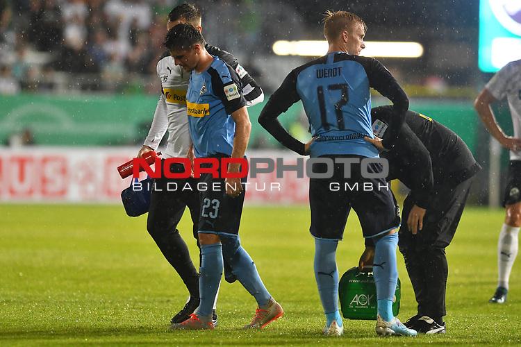 09.08.2019, BWT-Stadion am Hardtwald, Sandhausen, GER, DFB Pokal, 1. Runde, SV Sandhausen vs. Borussia Moenchengladbach, <br /> <br /> DFL REGULATIONS PROHIBIT ANY USE OF PHOTOGRAPHS AS IMAGE SEQUENCES AND/OR QUASI-VIDEO.<br /> <br /> im Bild: Jonas Hofmann (#23, Borussia Moenchengladbach) mit Verletzung, muss vom Platz<br /> <br /> Foto © nordphoto / Fabisch