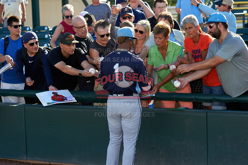 Charlotte Stone Crabs Wander Franco (1) signs autographs before a Florida State League game against the Bradenton Marauders on July 30, 2019 at LECOM Park in Bradenton, Florida.  Charlotte defeated Bradenton 5-0.  (Mike Janes/Four Seam Images)