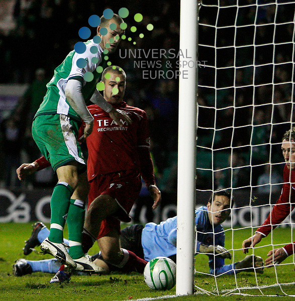 Hibernian v Aberdeen  SPL Season 2008/09 ..15/11/08.. Hibs Steven Fletcher scores in the final second to tie the game and spark scenes of joy in the Hibs support, during  this weekends  Scottish Premier League match between Hibernian FC and Motherwell FC. .At Hibs Easter Road  Stadium,  Edinburgh today...Picture by Mark Davison/ Universal News & Sport....All pictures must be credited to www.universalnewsandsport.com.(0ffice) 0844 884 51 22. ........... .