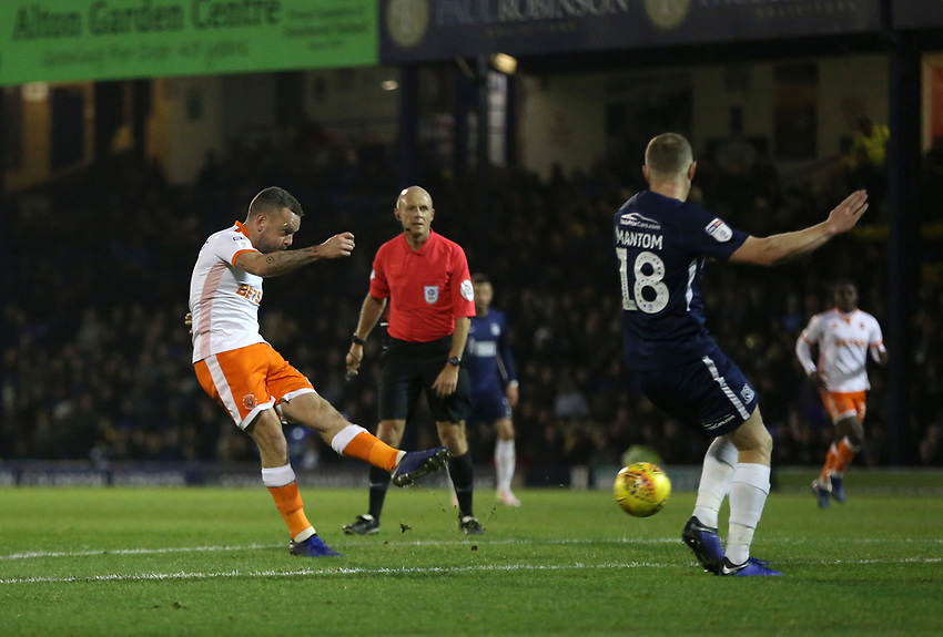 Blackpool's Jay Spearing with a second half shot<br /> <br /> Photographer Rob Newell/CameraSport<br /> <br /> The EFL Sky Bet League One - Southend United v Blackpool - Saturday 17th November 2018 - Roots Hall - Southend<br /> <br /> World Copyright © 2018 CameraSport. All rights reserved. 43 Linden Ave. Countesthorpe. Leicester. England. LE8 5PG - Tel: +44 (0) 116 277 4147 - admin@camerasport.com - www.camerasport.com