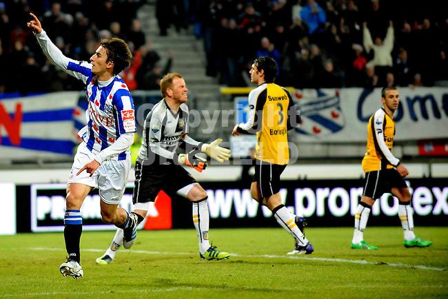 HEERENVEEN - Voetbal, SC Heerenveen - NAC , Eredivisie,  Abe Lenstra stadion, seizoen 2011-2012, 17-02-2012 SC Heerenveen speler Filip Djuricic viert de 1-0. NAC Breda doelman Jelle ten Rouwelaar baalt.