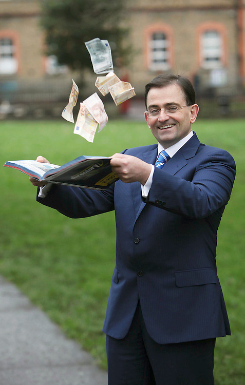 Credit Crunching....Patron of the Jack & Jill Foundation, Eddie Hobbs pictured here launching the Guaranteed Irish Independent Directories which for the second year running with an A to Z of local businesses savings coupons, will include a Jack & Jill freepost envelope which encourages mobile phone users to send their old mobiles for recycling raising funds for nursing care for sick children nationwide. Pic. Robbie Reynolds