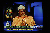 Mogadiscio - Somalie - Dec 2006..Cheikh Aweys  le chef supreme du Conseil de l'Union des Tribunaux Islamiques  suspecte par les Etats - Unis d etre le chef d Al Qaeda en Somalie, ce qu'il nie - dans le studio de la nouvelle chaine de TV Horn Afrika lors d'un talk show avec echange telephoniques de telespectateurs..Sheikh Aweys, the supreme leader of the Council of the Union of Islamic Tribunals, and suspected by the United States of being the leader of Al Qaeda in Somalia. In the studio of the new Horn Afrika TV station during a television phone-in/talk-back show, he is denying the charge.