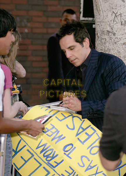 "BEN STILLER.The World Premiere of ""Dodgeball:A True Underdog Story"", Westwood, California.June 14th, 2004.half length, half-length, signing autographs, fans.www.capitalpictures.com.sales@capitalpictures.com.©Capital Pictures"