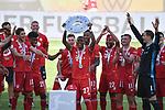 die Bayern mit der Meisterschale, Siegerehrung,<br />David ALABA (M) mit der Schale, <br />Jubel, jubeln, Freude, cheers, <br /><br />Sport: Fussball: 1. Bundesliga: Saison 19/20: 34.Spieltag, <br />VFL WOLFSBURG - FC BAYERN MUENCHEN <br />am 27.06.2020 in der Volkswagen Arena Wolfsburg, <br /><br />Nur fuer journalistische Zwecke! <br />Only for editorial use!<br />Gemaess den Vorgaben der DFL Deutsche Fussball Liga ist es untersagt, in dem Stadion und/oder vom Spiel angefertigte Fotoaufnahmen in Form von Sequenzbildern und/oder videoaehnlichen Fotostrecken zu verwerten bzw. verwerten zu lassen. <br />DFL regulations prohibit any use of photographs as image sequences and/or quasi-video.<br />National and International News Agencies OUT<br />NO RESALE!