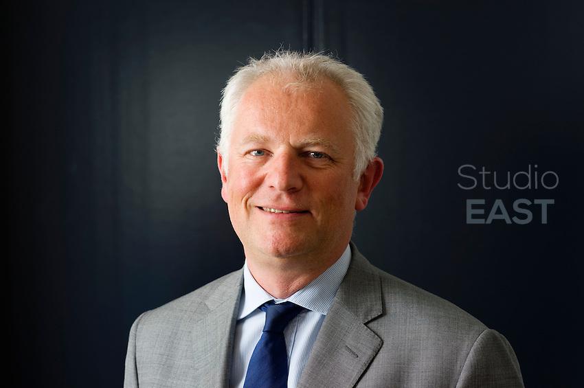 Bertrand Finet, directeur du FSI et admnistrateur de Sequana, pose dans son bureau à Paris, le 17 mai 2013. Photo : Lucas Schifres