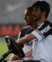 SÃO PAULO,SP, 27 Junho 2013 -  Douglas e Guilherme durante treino do Corinthians no CT Joaquim Grava na zona leste de Sao Paulo, onde o time se prepara  para para enfrenta o Sao Paulo pelas finais da Recopa . FOTO ALAN MORICI - BRAZIL FOTO PRESS