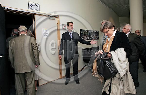 BRUSSELS - BELGIUM - 15 MAY 2007 -- MEP Ville ITÄLÄ (Itala, Itaelae), Group of the European People's Party (Christian Democrats) and European Democrats; .(Finland, Kansallinen Kokoomus) hosting a group of visitors from his constituency. -- PHOTO: JUHA ROININEN / EUP-IMAGES