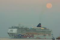 Norwegian cruise lines Pride of America ship and the setting full moon, the rising sun makes the moon glow yellow,, Kailua Kona, Big Island, Hawaii, USA, Pacific Ocean